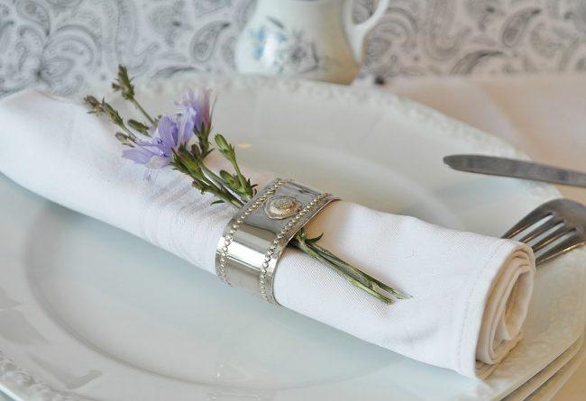 3-idei-de-aranjare-a-mesei-pentru-ocazii-speciale