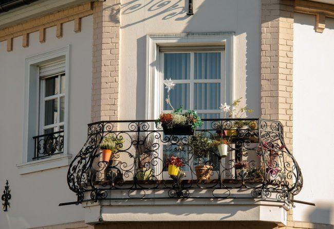 flori-pentru-balcon-cateva-idei-despre-cum-sa-amenajezi-un-spatiu-mic