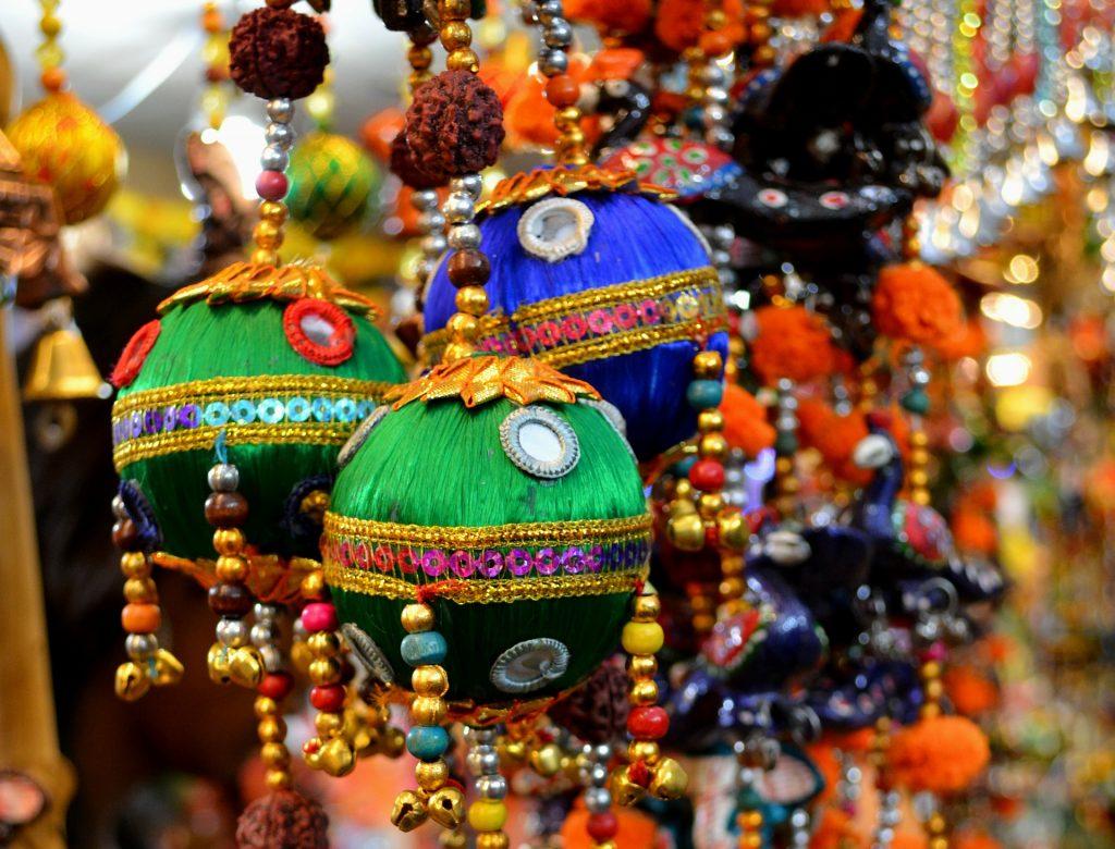 culorile puternice sunt esentiale intr-un decor in stil indian